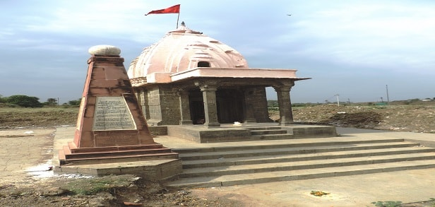 03 Kark Rajeshwar temple on the Tropic of Cancer